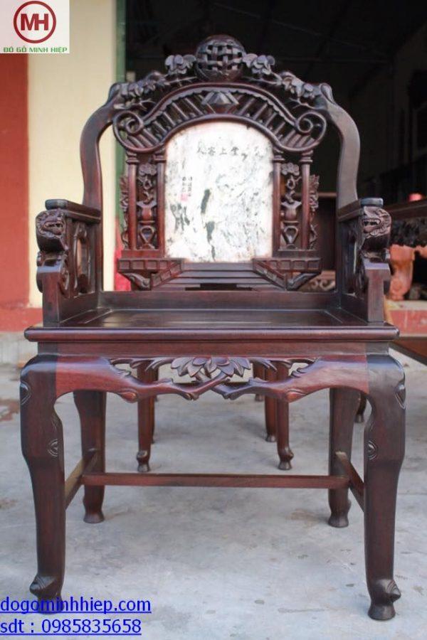 bàn ghế vách cổng thành