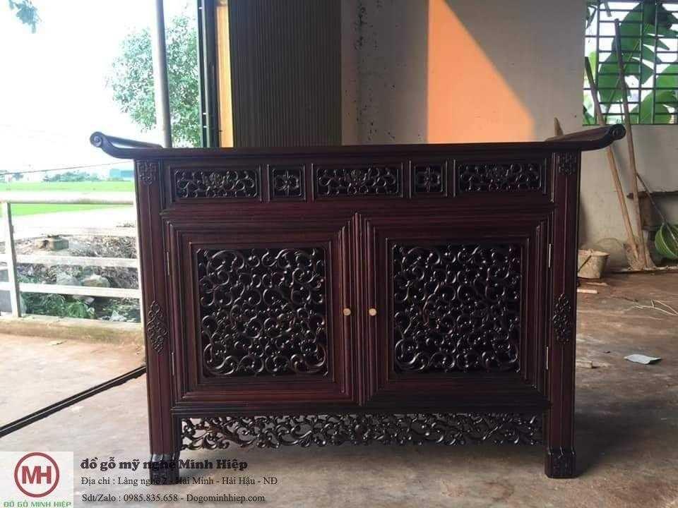Tủ dắt Huế – bàn thờ gia tiên
