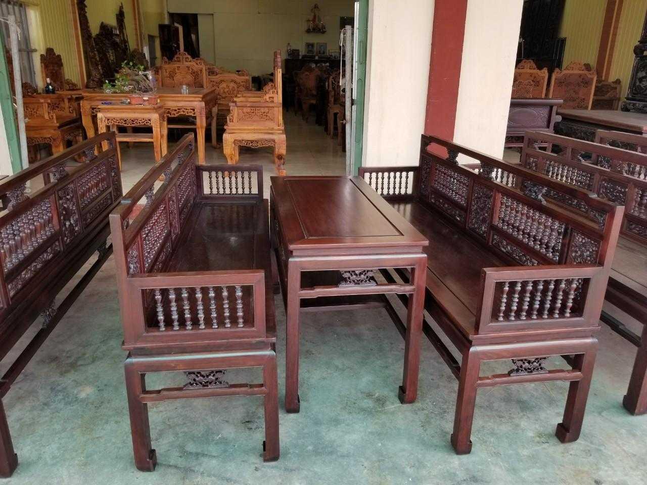 Mẫu trường kỷ cho nhà gỗ truyền thống