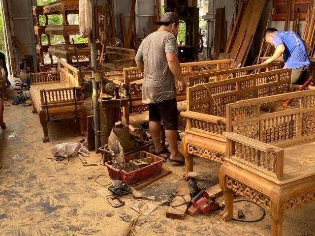 Giá trường kỷ gỗ gụ